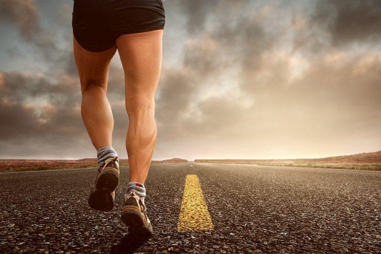 Stawy, biodra a wzmożona aktywność fizyczna – o czym pamiętać?