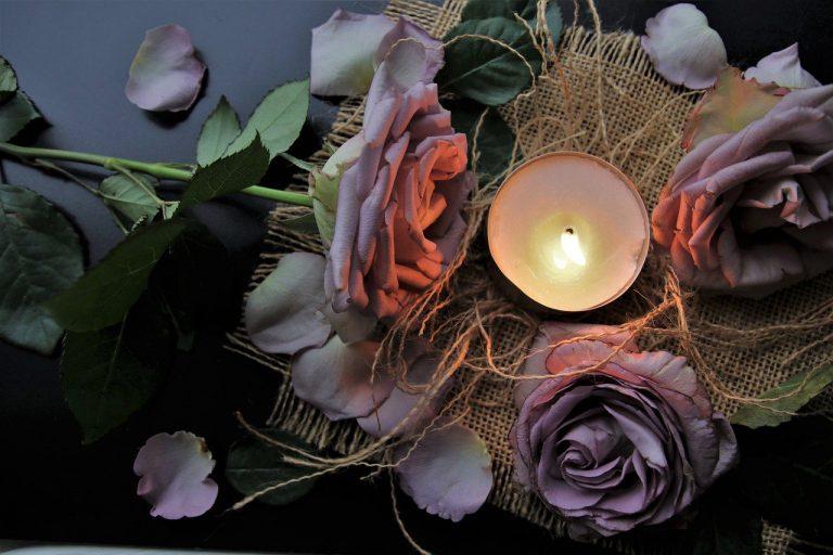 Jak przegonić jesienną chandrę? – światło, kolor i ciepło w aranżacji wnętrz